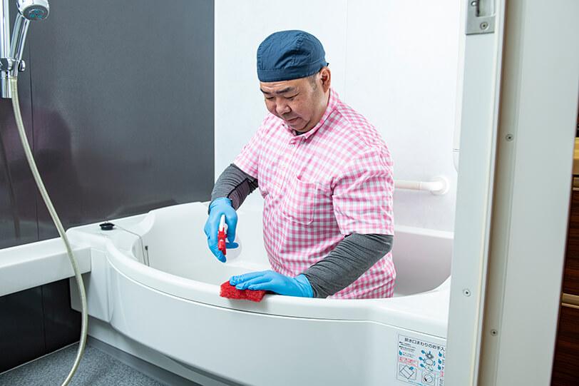 お風呂(浴室)のハウスクリーニング 施工の様子