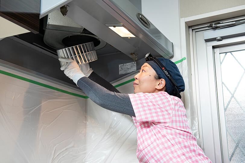 レンジフードクリーニング(換気扇クリーニング) 施工の様子