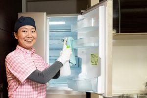 冷蔵庫クリーニング 施工の様子