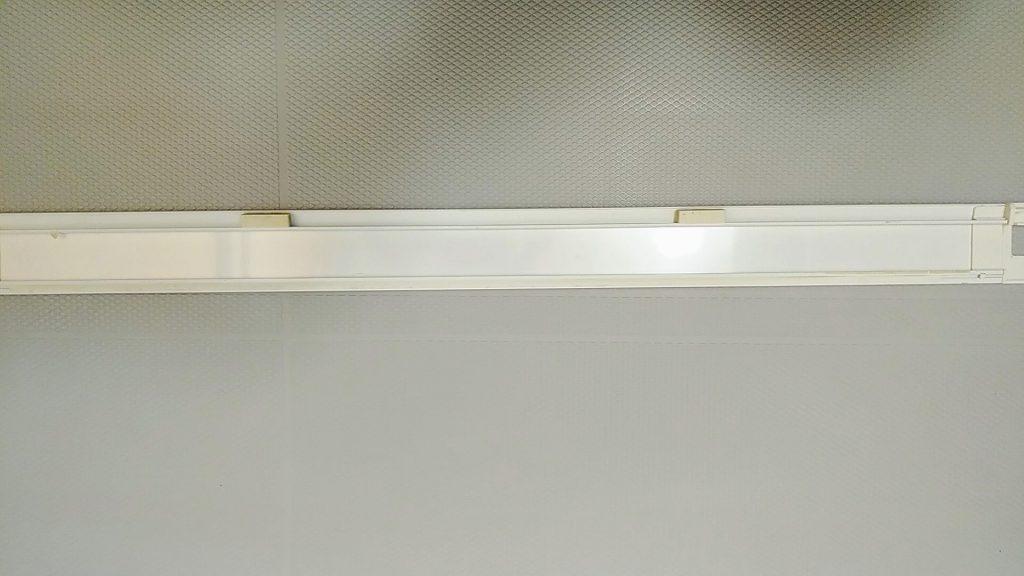 埼玉県川口市の浴室クリーニング前、浴室ドアの水切りカバー