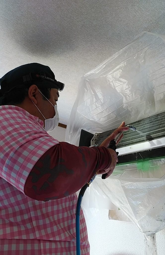 埼玉県三郷市のエアコンクリーニング、高圧洗浄