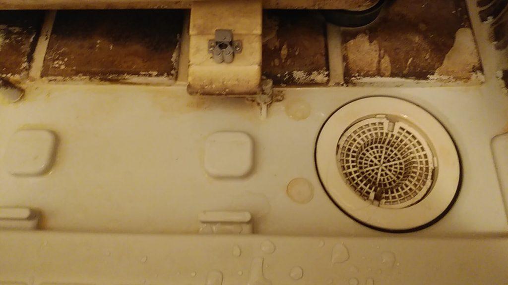 埼玉県八潮市のハウスクリーニング、浴室クリーニング、エプロン内高圧洗浄前